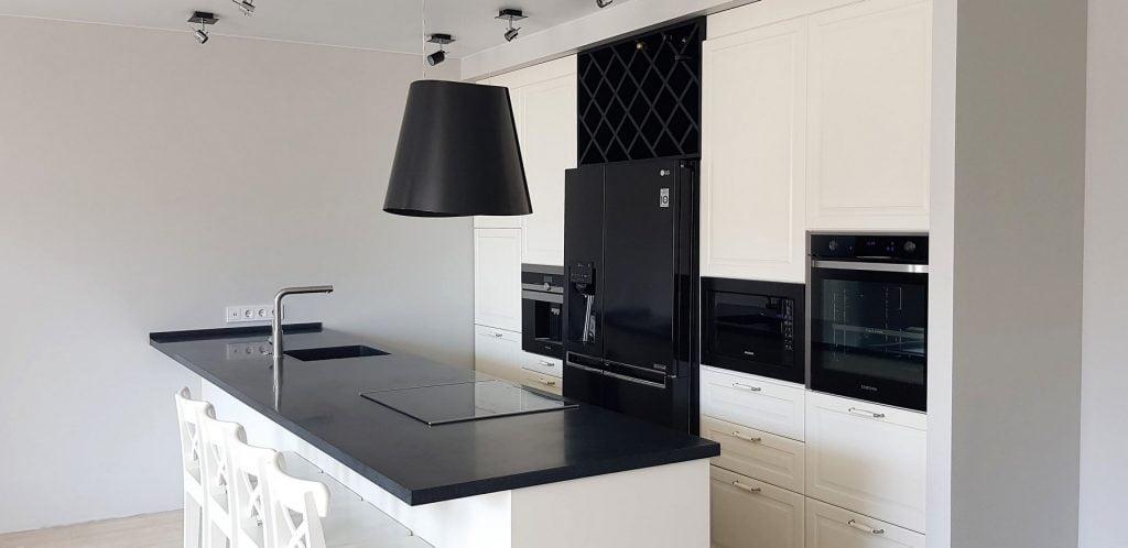 Corian juoda-balta virtuvė